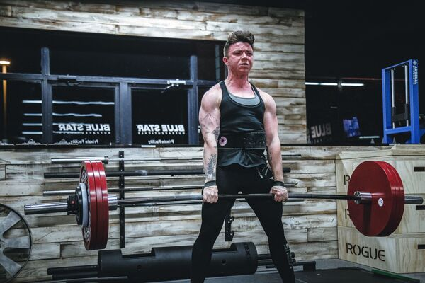 a person doing heavy deadlifts
